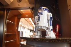 R2 bartending again. Photo: Cinema Today